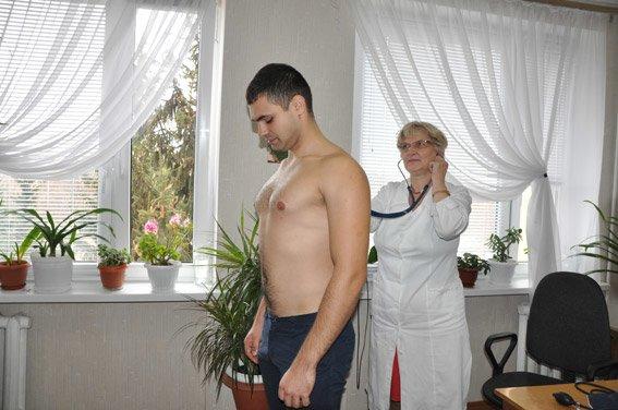 В Полтаві кандидати в нову поліцію проходять медкомісію, в Кременчуці – завершили здачу тестів (фото) - фото 2
