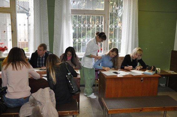 В Полтаві кандидати в нову поліцію проходять медкомісію, в Кременчуці – завершили здачу тестів (фото) - фото 1