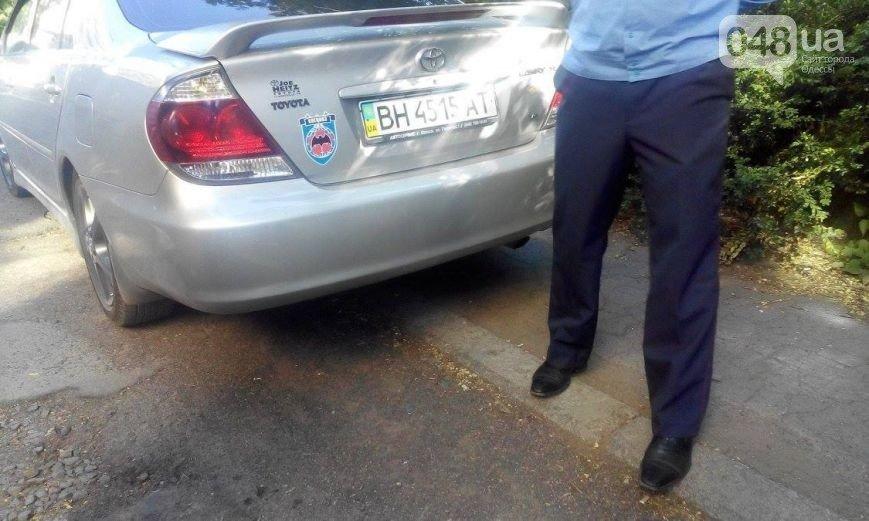 УВД: На авто «Спецназ ГРУ» по Одессе разъезжают родители милиционера (ФОТО) (фото) - фото 1