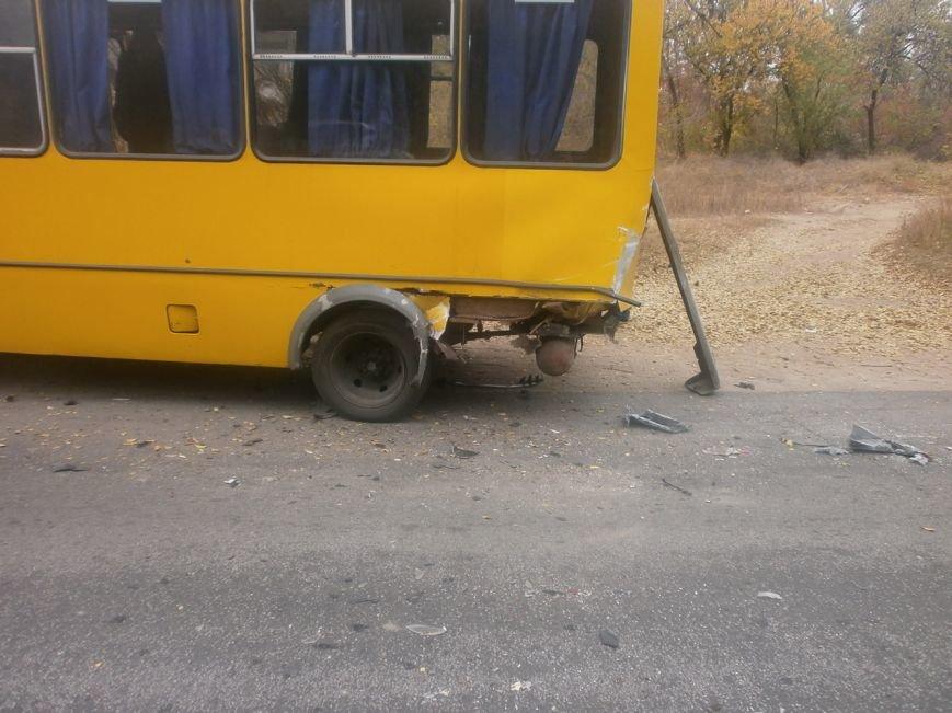 В Запорожье ДТП с маршруткой и «Жигулём» пострадало 5 женщин, - ФОТО (фото) - фото 1