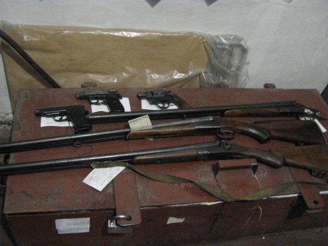 В Доброполье в милицию добровольно принесли оружие, фото-1
