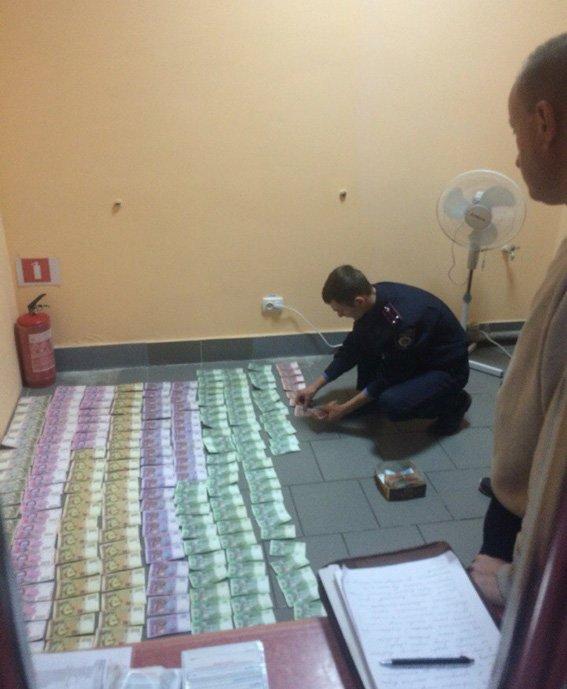 В Конотопі припинено роботу незаконного грального закладу (ФОТО) (фото) - фото 2
