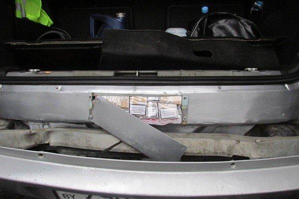 В «Котловке» задержали автомобиль забитый сигаретами «под завязку» (фото) - фото 2