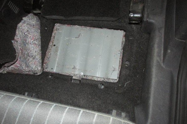 В «Котловке» задержали автомобиль забитый сигаретами «под завязку» (фото) - фото 3