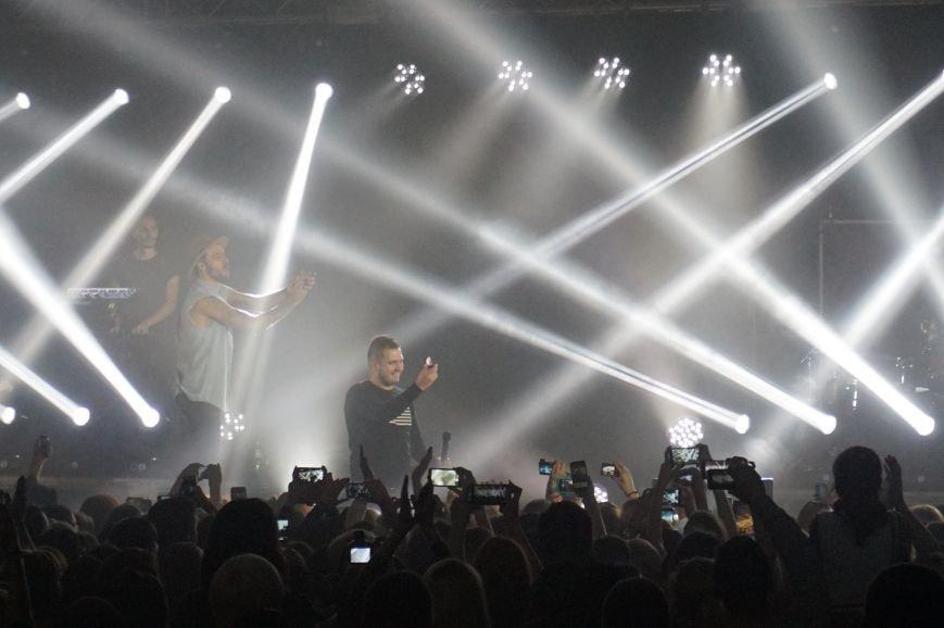 Во время зажигательного концерта Макса Барских в Кривом Роге, парень сделал предложение любимой девушке (ФОТО) (фото) - фото 3
