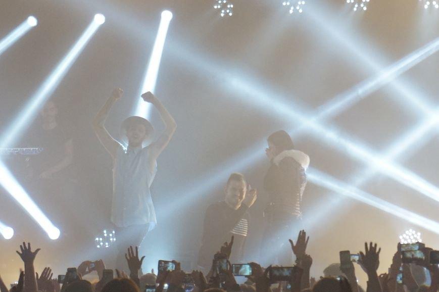 Во время зажигательного концерта Макса Барских в Кривом Роге, парень сделал предложение любимой девушке (ФОТО) (фото) - фото 5