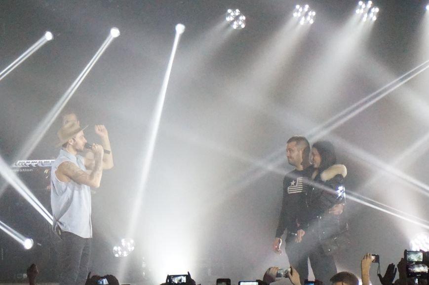 Во время зажигательного концерта Макса Барских в Кривом Роге, парень сделал предложение любимой девушке (ФОТО) (фото) - фото 8
