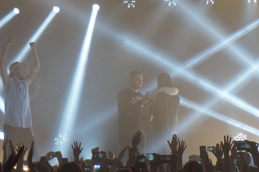 Во время зажигательного концерта Макса Барских в Кривом Роге, парень сделал предложение любимой девушке (ФОТО) (фото) - фото 6