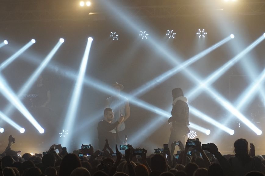 Во время зажигательного концерта Макса Барских в Кривом Роге, парень сделал предложение любимой девушке (ФОТО) (фото) - фото 4