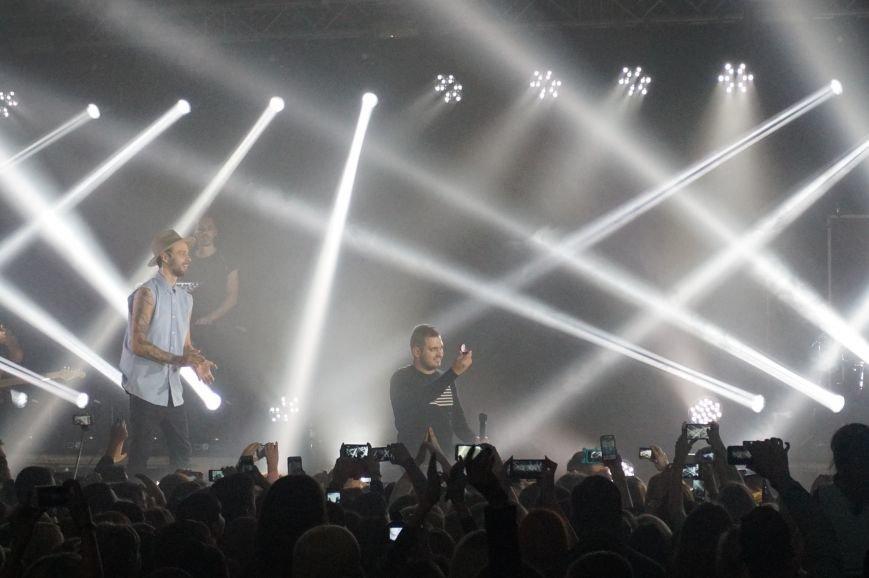 Во время зажигательного концерта Макса Барских в Кривом Роге, парень сделал предложение любимой девушке (ФОТО) (фото) - фото 2