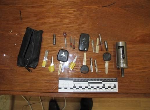 У Львові пара викрадачів викрадали та продавали елітні автівки (фото) - фото 1