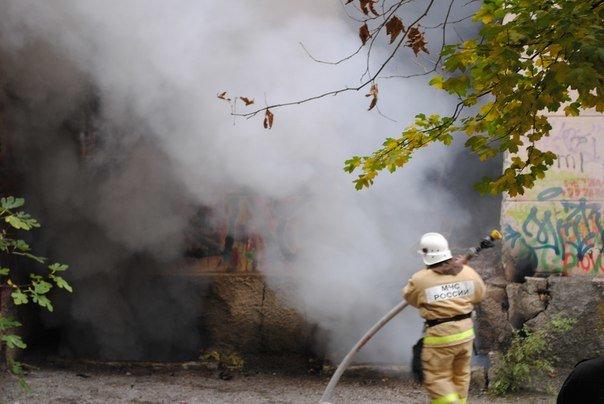 В Массандре горела бывшая школа. (фото) - фото 3