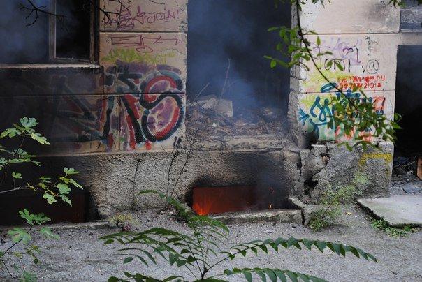В Массандре горела бывшая школа. (фото) - фото 1