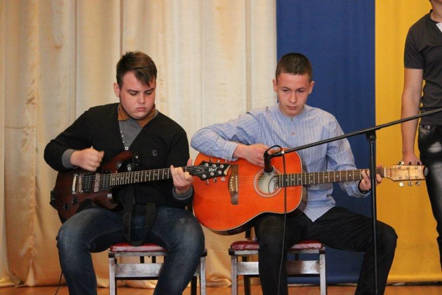 Как в Днепропетровске отметили День железнодорожника: казаки состязались с духовым оркестром (ФОТО) (фото) - фото 1