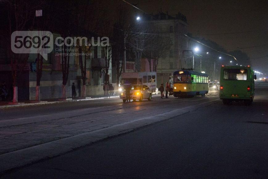 В Днепродзержинске на улице Сыровца произошло ДТП с участием пешехода (фото) - фото 2