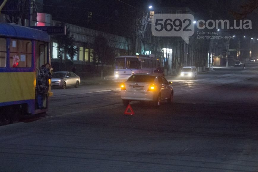 В Днепродзержинске на улице Сыровца произошло ДТП с участием пешехода (фото) - фото 1