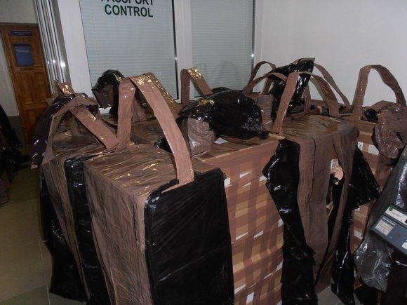 Неизвестные пользовались тепловизором, чтобы спрятать 52 тыс. пачек сигарет в грузовом поезде (фото) - фото 2