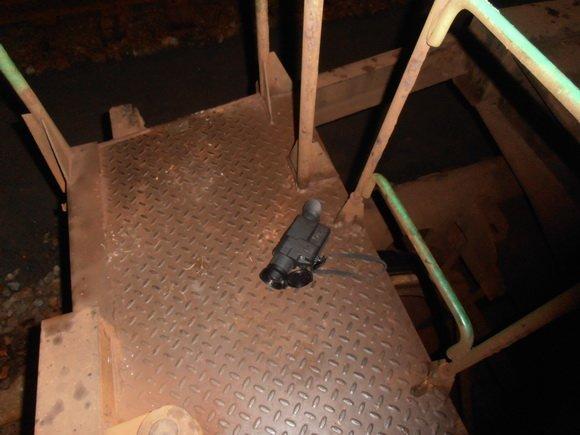 Неизвестные пользовались тепловизором, чтобы спрятать 52 тыс. пачек сигарет в грузовом поезде (фото) - фото 1
