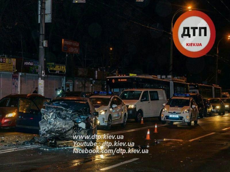 На Щербакова в столкновении 5 машин пострадал мужчина (ФОТО) (фото) - фото 4