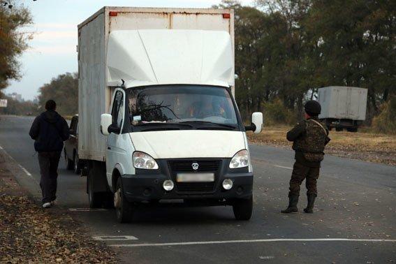 На блокпостах Донецкой области усилен контроль за перевозкой грузов (фото) - фото 2