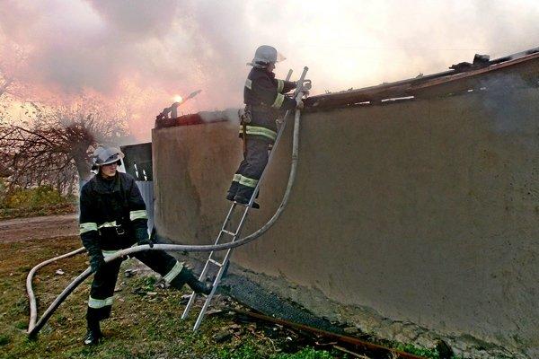 На Тернопільщині в гаражі згорів автомобіль «Фольцваген Гольф» (фото) (фото) - фото 1