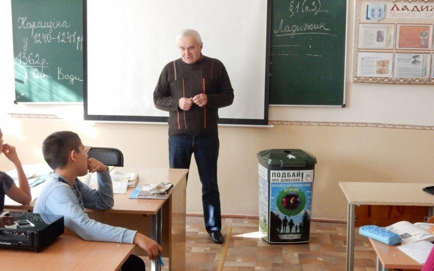 У навчальних закладах Ладижина встановили контейнери для збору відпрацьованих батарейок, фото-1