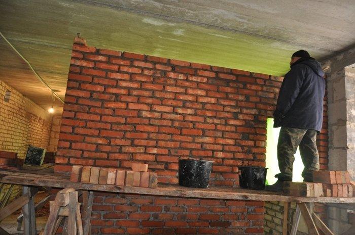 У Черняхові на повну йде будівництво трьохповерхової школи (фото) - фото 1