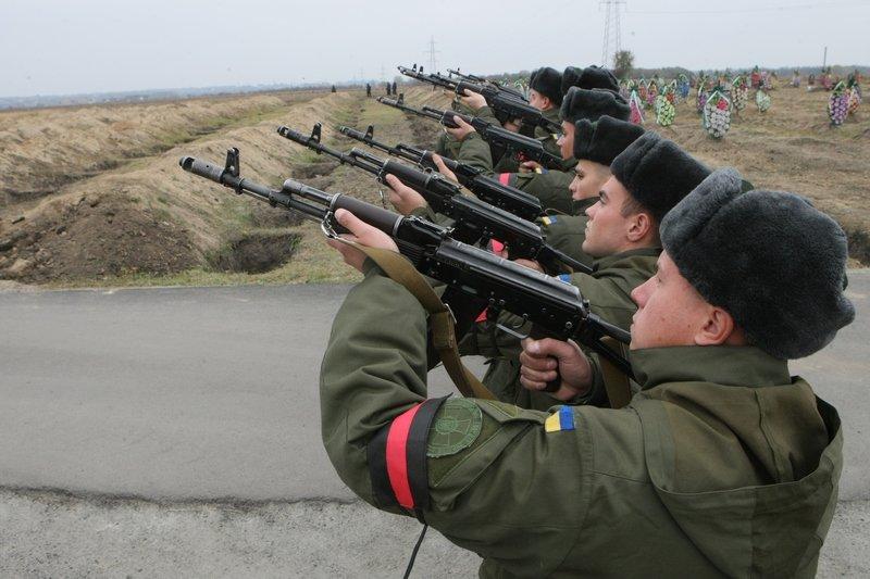 Днепропетровщина снова прощалась с неизвестными бойцами (фото) - фото 3