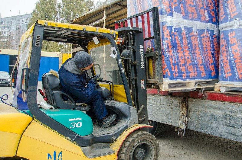 Утеплитель и гидробарьер - в Сватово отправилась четвертая фура со стройматериалами (ФОТО) (фото) - фото 3