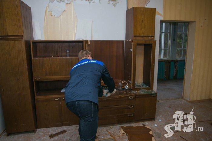 В Гродно открылась первая «расфигачанненая», где можно кувалдой и битой разгромить целую квартиру (фото) - фото 9