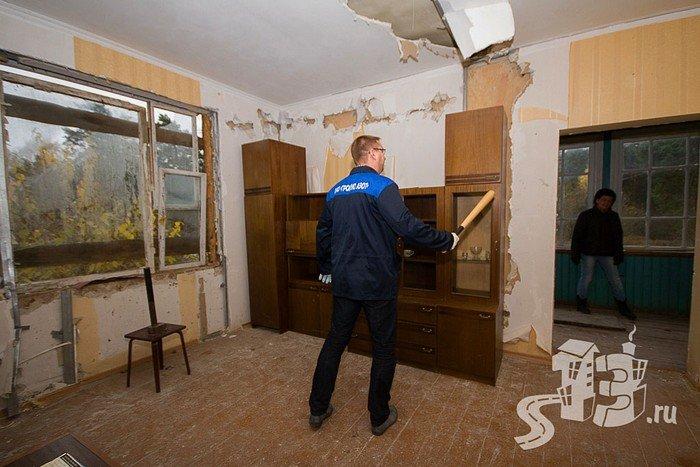 В Гродно открылась первая «расфигачанненая», где можно кувалдой и битой разгромить целую квартиру (фото) - фото 6