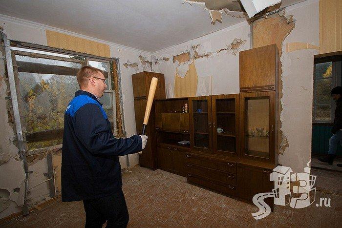 В Гродно открылась первая «расфигачанненая», где можно кувалдой и битой разгромить целую квартиру (фото) - фото 7