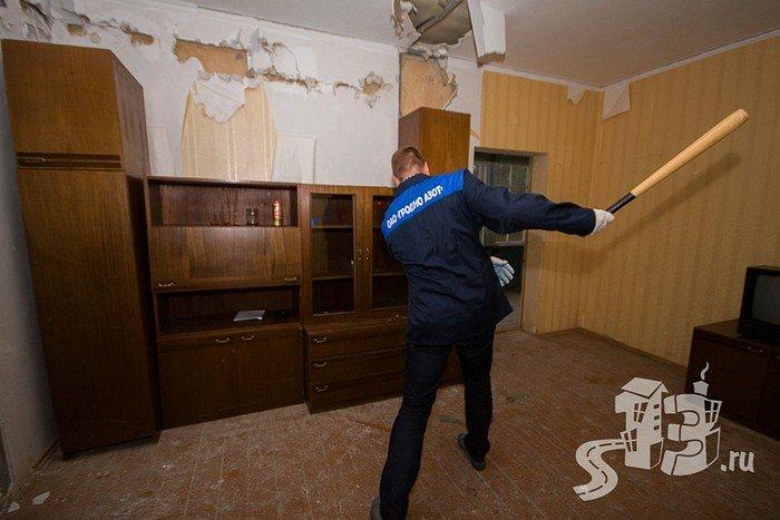 В Гродно открылась первая «расфигачанненая», где можно кувалдой и битой разгромить целую квартиру (фото) - фото 5