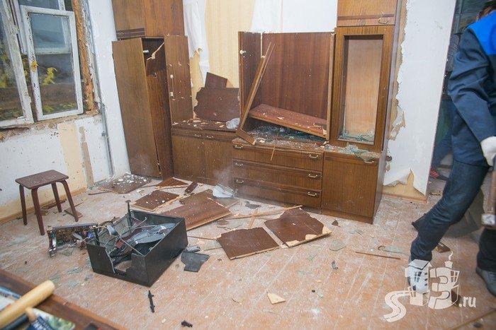 В Гродно открылась первая «расфигачанненая», где можно кувалдой и битой разгромить целую квартиру (фото) - фото 8
