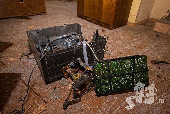 В Гродно открылась первая «расфигачанненая», где можно кувалдой и битой разгромить целую квартиру (фото) - фото 11