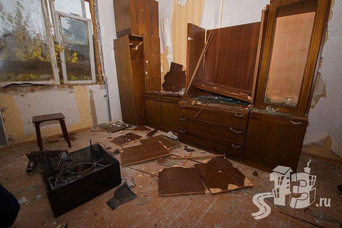 В Гродно открылась первая «расфигачанненая», где можно кувалдой и битой разгромить целую квартиру (фото) - фото 10