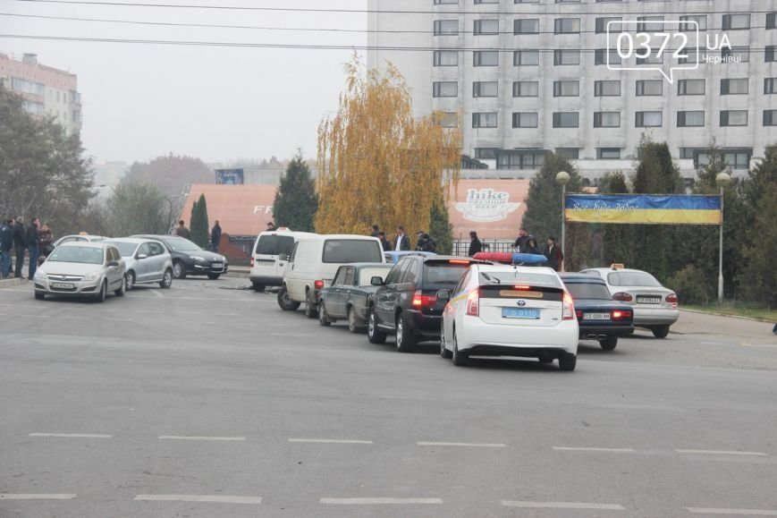 У Чернівцях на Воробкевича ДТП: зіткнулися два таксі (ФОТО) (фото) - фото 3