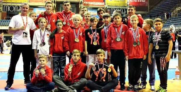 Буковинські каратисти вибороли 15 нагород на міжнародних змаганнях у Сербії (Фото) (фото) - фото 1