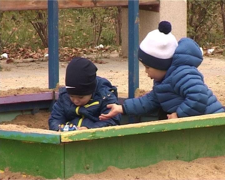 В Армавире на ремонт детских площадок в 2015 году выделено 700 тысяч рублей (фото) - фото 1