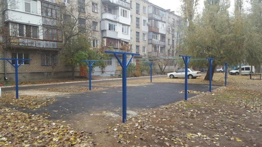 Николаевские коммунальщики соорудили детям площадку на пр. Мира (ФОТО) (фото) - фото 1