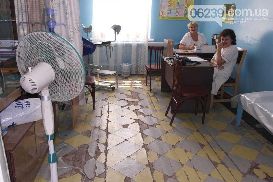 Если не мы, то кто: врачи женской консультации Красноармейской ЦРБ самостоятельно ремонтирует свое отделение (фото) - фото 1
