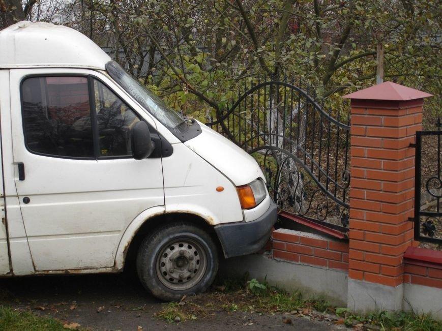 На вїзді в с. Конопниця сталася аварія (ФОТО) (фото) - фото 1