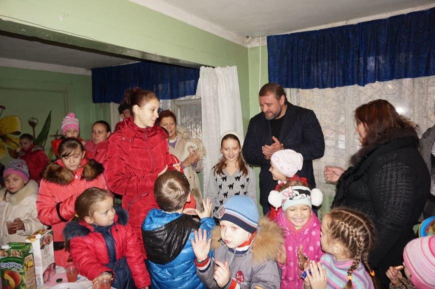 Во дворе, где никогда не было даже качелей, благодаря помощи предпринимателя Олега Ляденко появилась новенькая детская площадка (ФОТО) (фото) - фото 8