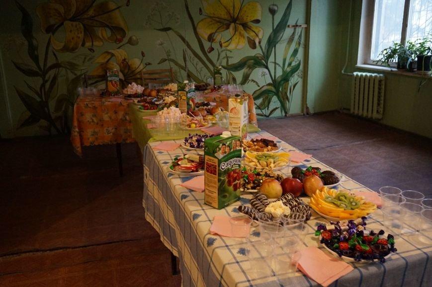 Во дворе, где никогда не было даже качелей, благодаря помощи предпринимателя Олега Ляденко появилась новенькая детская площадка (ФОТО) (фото) - фото 6