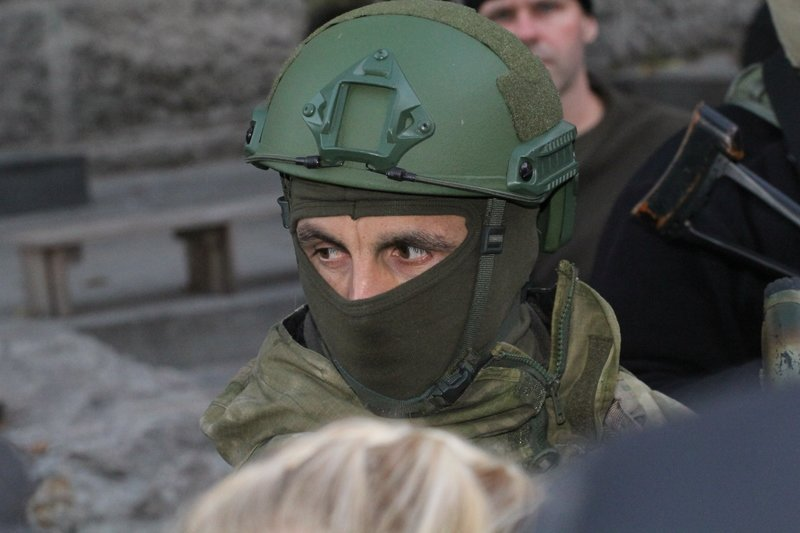 Правоохранители доставили Корбана в Днепропетровск под домашний арест (ПОЛНЫЙ ФОТОРЕПОРТАЖ) (фото) - фото 7