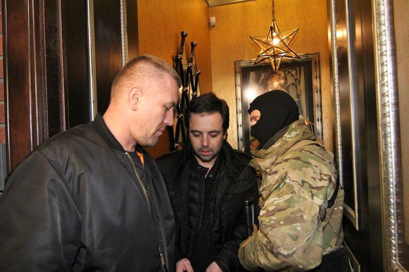 Правоохранители доставили Корбана в Днепропетровск под домашний арест (ПОЛНЫЙ ФОТОРЕПОРТАЖ) (фото) - фото 13
