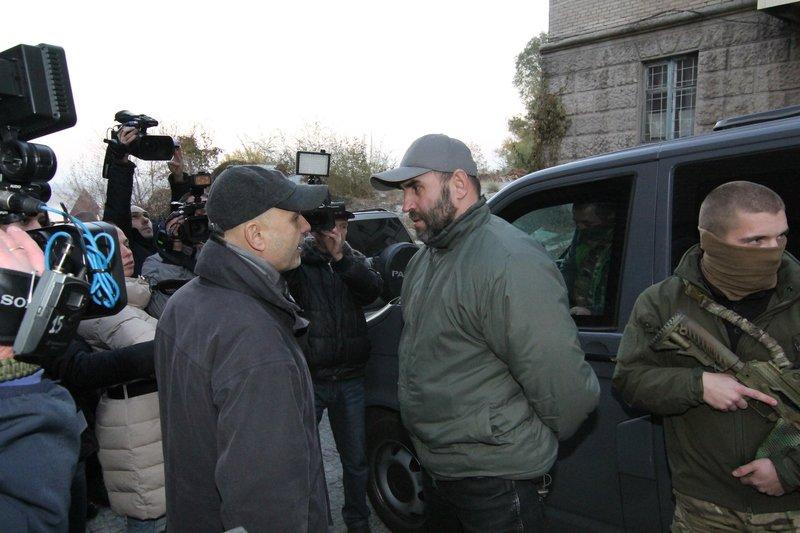 Правоохранители доставили Корбана в Днепропетровск под домашний арест (ПОЛНЫЙ ФОТОРЕПОРТАЖ) (фото) - фото 6