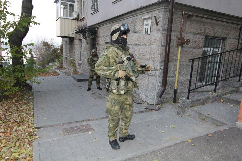 Правоохранители доставили Корбана в Днепропетровск под домашний арест (ПОЛНЫЙ ФОТОРЕПОРТАЖ) (фото) - фото 3