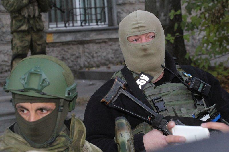 Правоохранители доставили Корбана в Днепропетровск под домашний арест (ПОЛНЫЙ ФОТОРЕПОРТАЖ) (фото) - фото 8