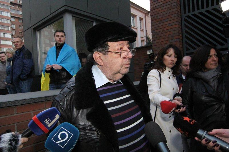 Правоохранители доставили Корбана в Днепропетровск под домашний арест (ПОЛНЫЙ ФОТОРЕПОРТАЖ) (фото) - фото 10